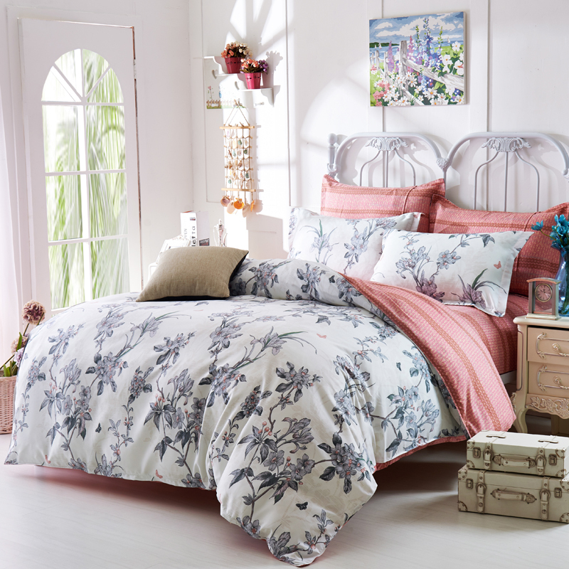 grey floral comforters and quilts white bed sheets shabby chic bed linen black and white. Black Bedroom Furniture Sets. Home Design Ideas