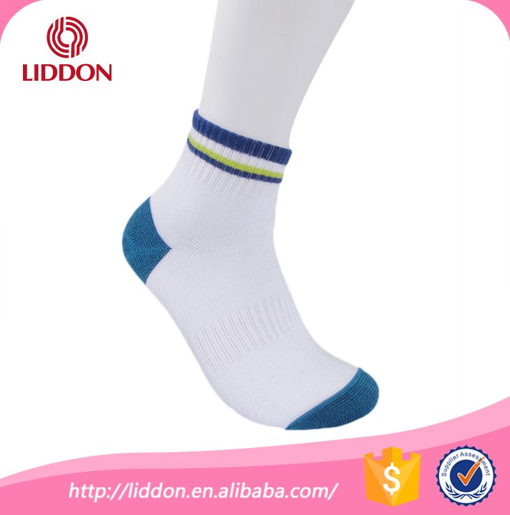 Sports wear cosy cotton patterned teen boys tube ankle basketball socks