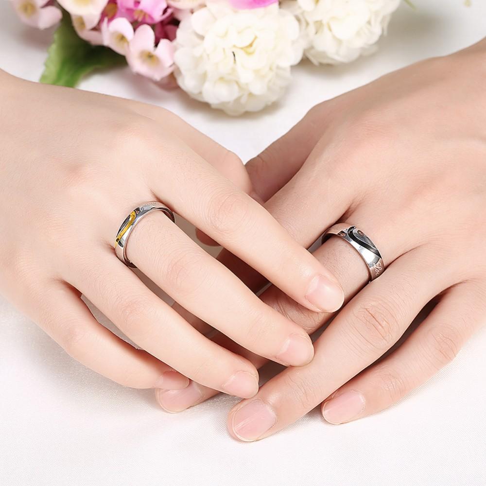ddaa615300f7 Anillos de alianza de boda de moda conjunto de anillos de pareja para  Mujeres Hombres Hafl forma de corazón anillo de esmalte negro opuesta 2  piezas en un ...