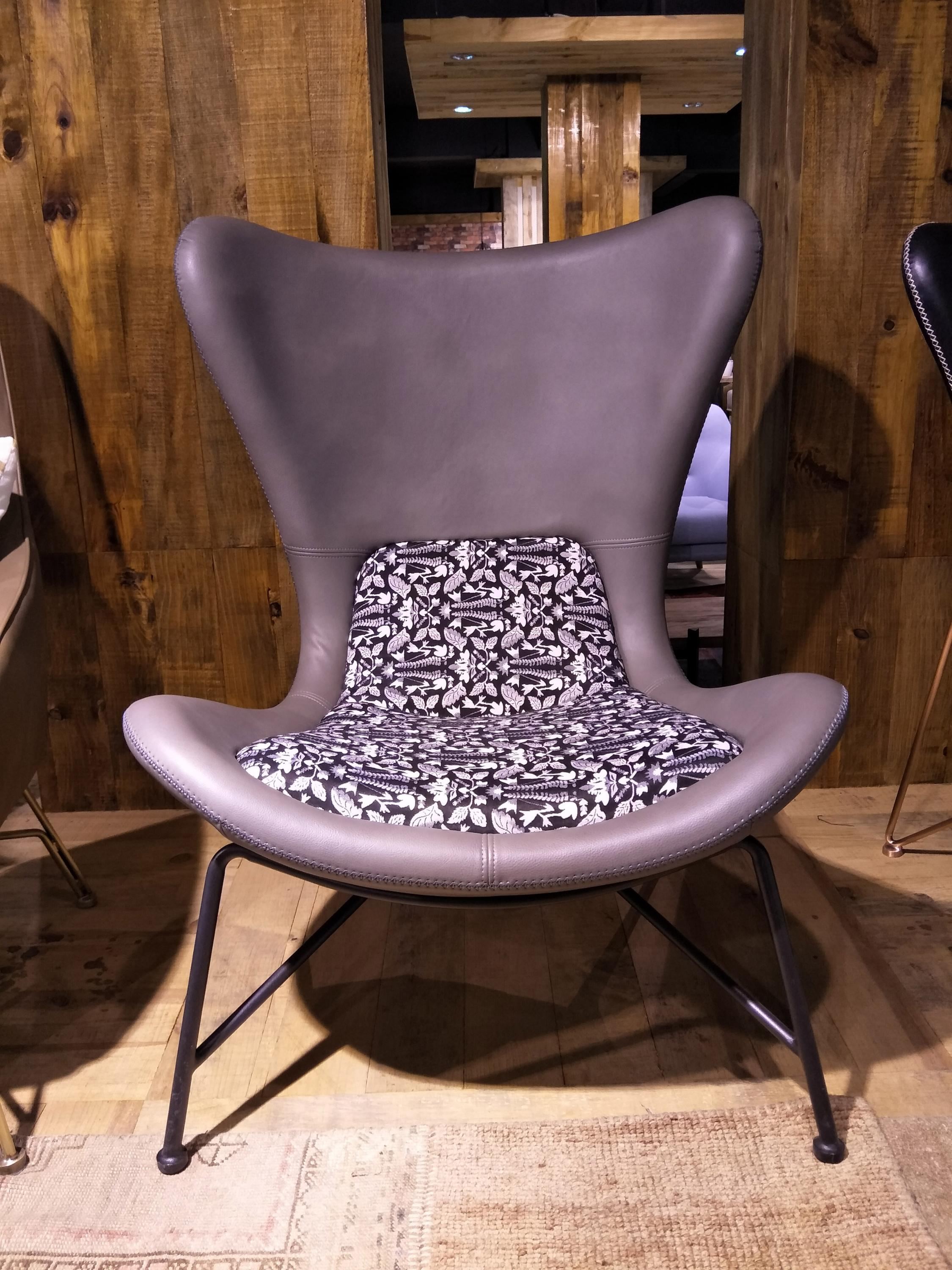 Acapulco chair living room - Waterproof Fabric Tiffany Chair Living Room Acapulco Chair Matel Base Aviator Chair With Oak Legs