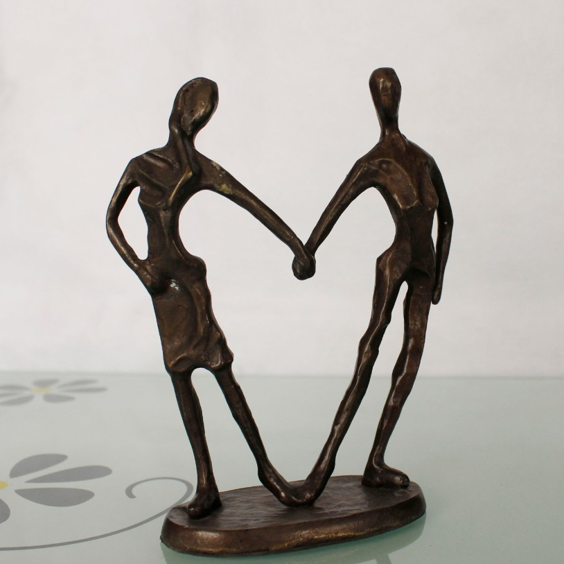 Heart-shaped couples wrought iron ornaments cast iron bronze sculpture for home decoration