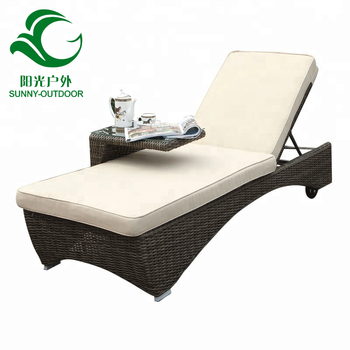 2018 New Style Outdoor Round Rattan Beach Chaise Lounger Chair With Wheels Tea Table