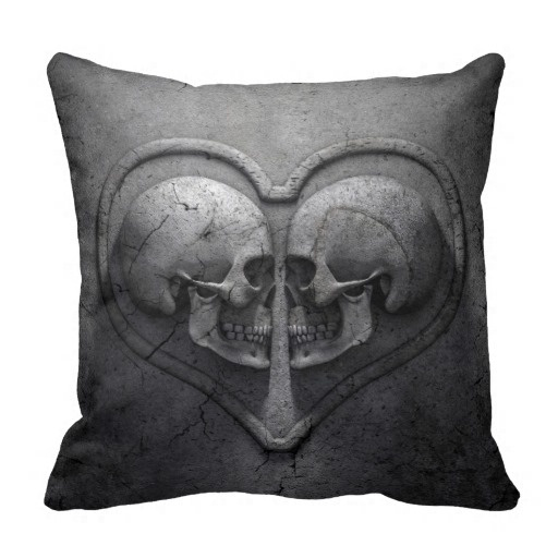 Tall Gothic Skull Heart Throw Pillow Case (Size: 20