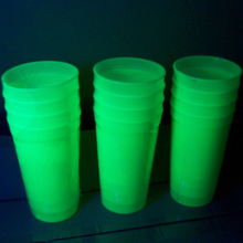 "4 lot Glow In The Dark Nhựa Ly Uống Nước MẠNH MẼ 6 ""20 Oz BLACKLIGHT UV ĐẢNG"