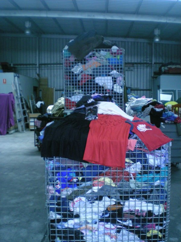 Bulk used clothes, Shoes, Handbags, Belts, Plush Toys, Pillows, Books, Bric-a-Brac