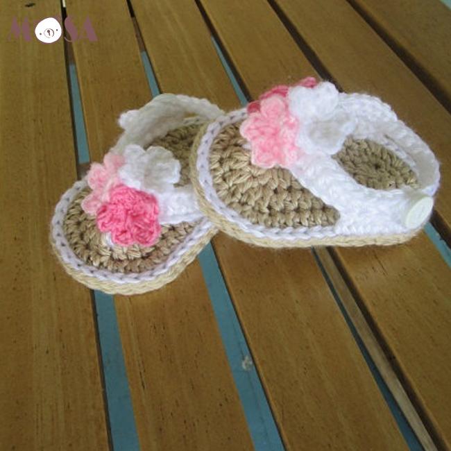 6f83ea6f4 Sandalias de ganchillo para bebé chanclas o tangas para chicas en caqui  blanco rosa