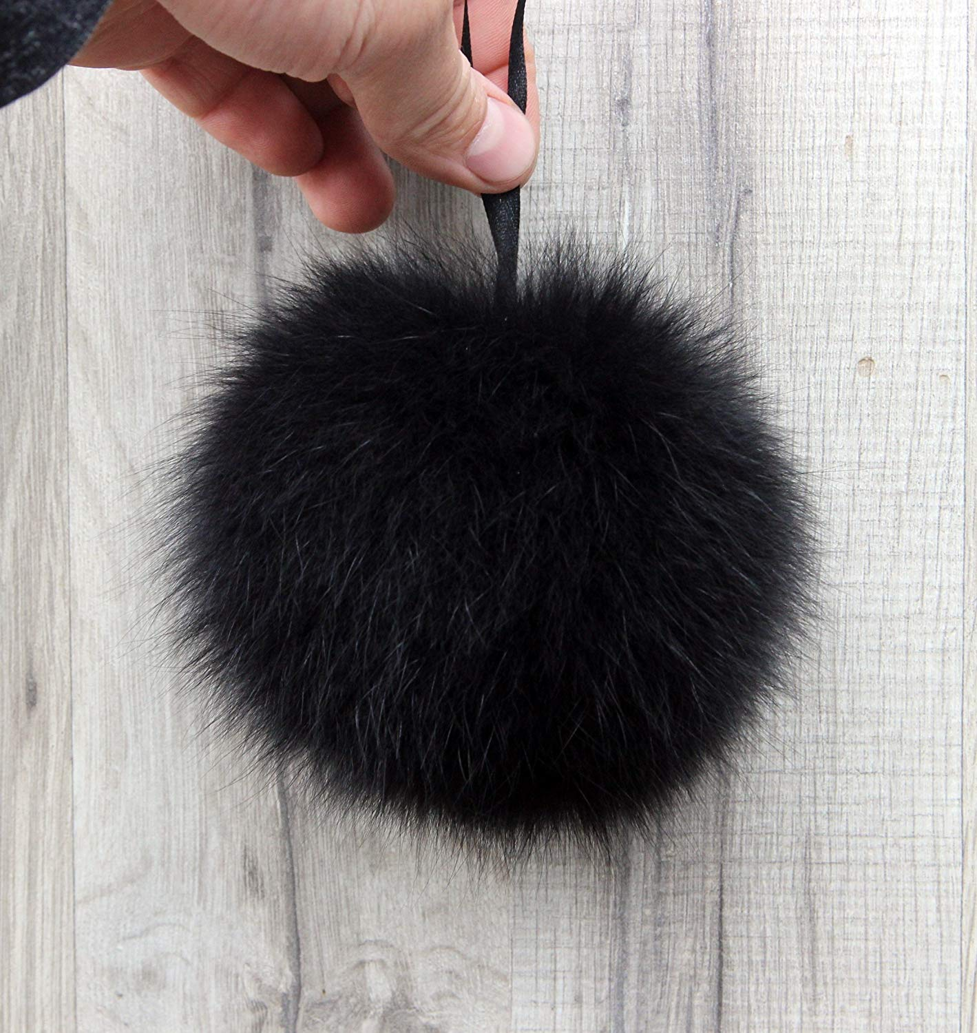 Get Quotations · Real Polar Fox Fur Pom Pom Luxurious Fur Balls for Knitted  Cap c8eed391d