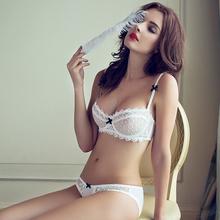 Sexy krajková podprsenka v bílé barvě