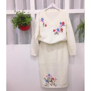 shinning v neck embroidery flowers beading slim fit hairy hot style white sweater set with skirt