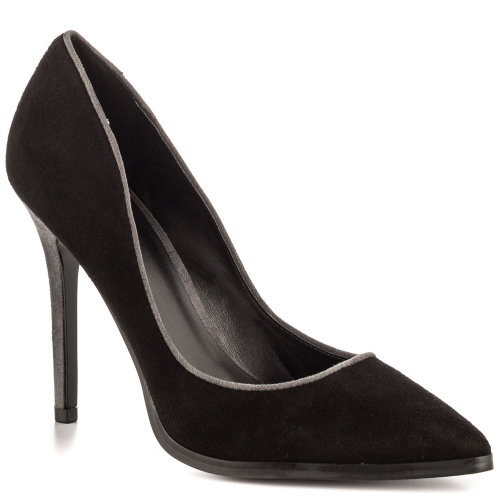 Wedge Heels Introduction On the trends of available high heels, a few of the latest fashion revolve about women's wedge heels & sandals. The different variations between these heels and the popular stilettos pumps shows on the design of the heel.