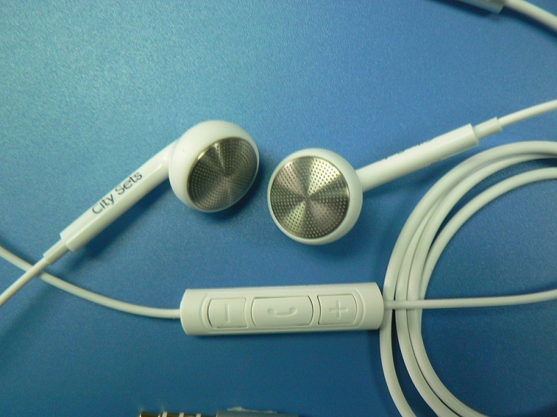 compatible with both of Sam and iapple and other smart metal earphone with remoted controal