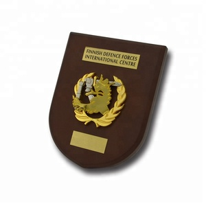 Electroplating metal customized trophies plaques wooden shield awards wholesale