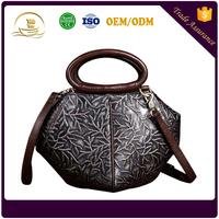 2017 latest design genuine leather bag wipe color retro shoulder bag leisure embossed ladies handbag