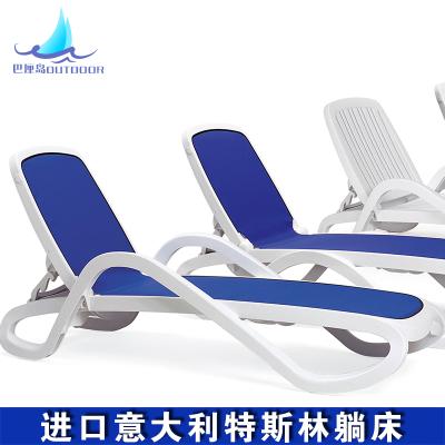 italie lit mensonger lit piscine chaises longues plage. Black Bedroom Furniture Sets. Home Design Ideas