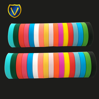 2018 hot sale cool design custom camouflage debossed double sided silicone wristband