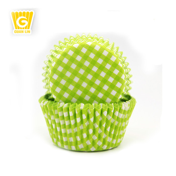 Wholesale High Quality 40-60gsm white dot colorful printing cupcake paper baking cups