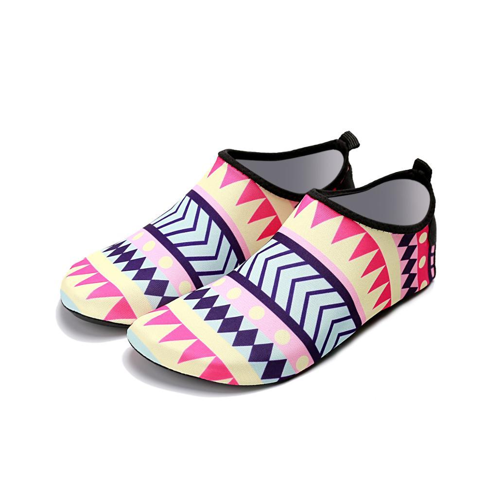 3524b629d China Aqua Socks