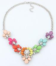 Náhrdelník s kamínky ve tvaru květin ve třech barvách z Aliexpress