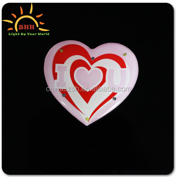 Express your love to your lover! Blinking heart shape pins flashing badge