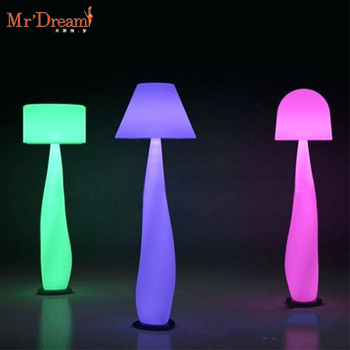 Remotely control rechargeable 16 colors rgb garden decorative plastic outdoor led floor lamp