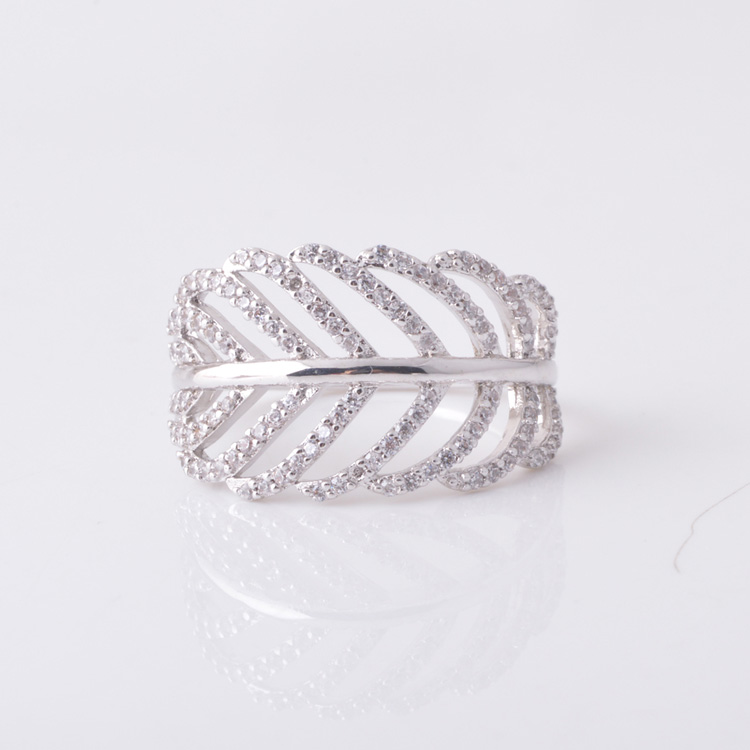 China Yiwu LingYin simple pave cz silver olive leaf ring fashion jewelry 925 leaf shaped ring wholesale