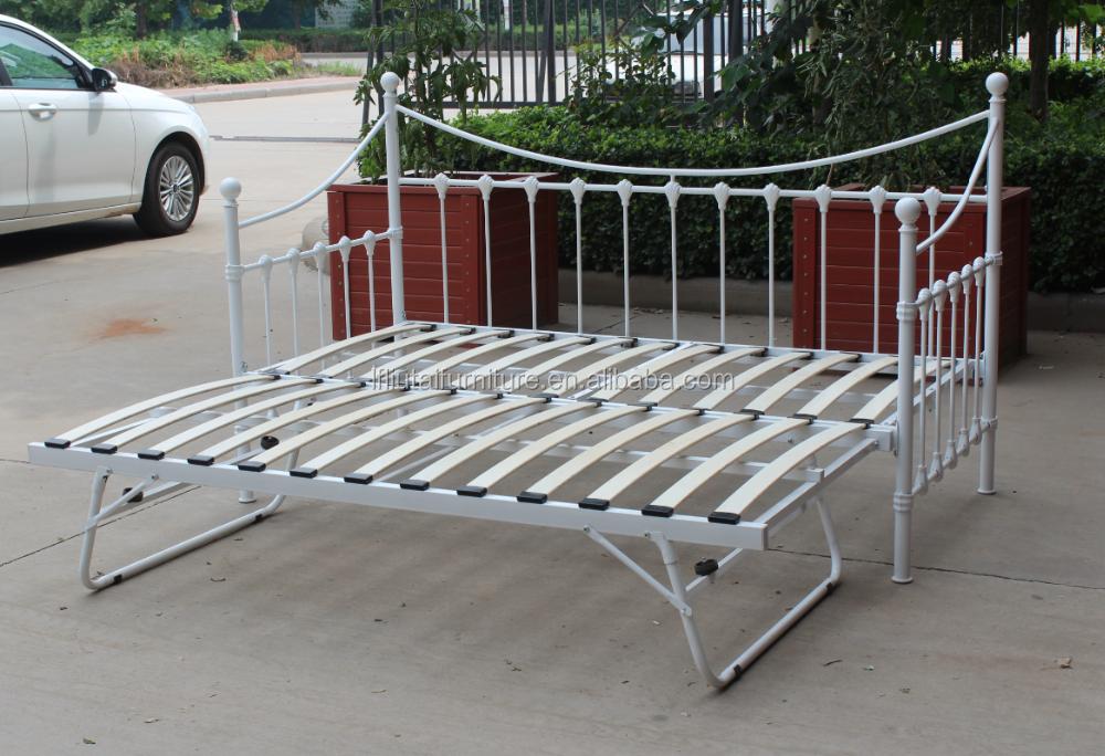 m tal canap lit design en fer forg canap en m tal jour. Black Bedroom Furniture Sets. Home Design Ideas