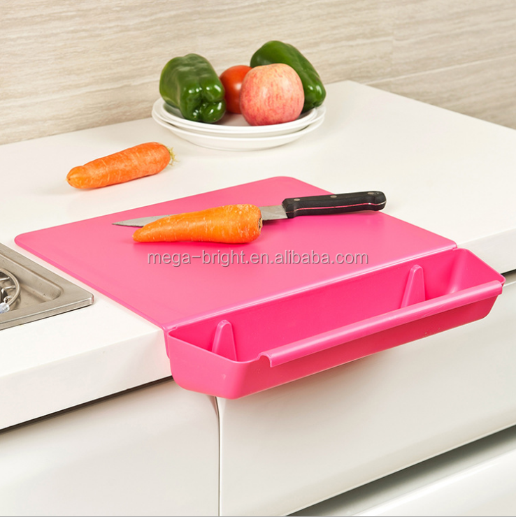 pp anti-bacterial oak chopping board with vegetale container