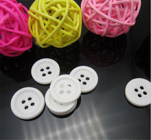 Factory supply white color round plastic 4 holes button for garment