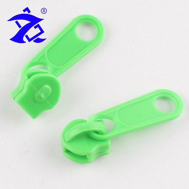 Yiwu 5# Light Bean Green Non Lock Plastic Zipper Puller For Fashion Clothes
