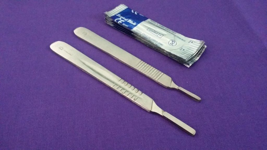 Scalpel Knife Handles #3 #4 with 20 Sterile Surgical Blades #10 #22 ( DH BRAND)