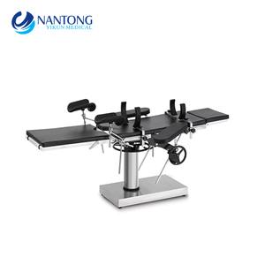 Manual surgical instrument table for hospital use