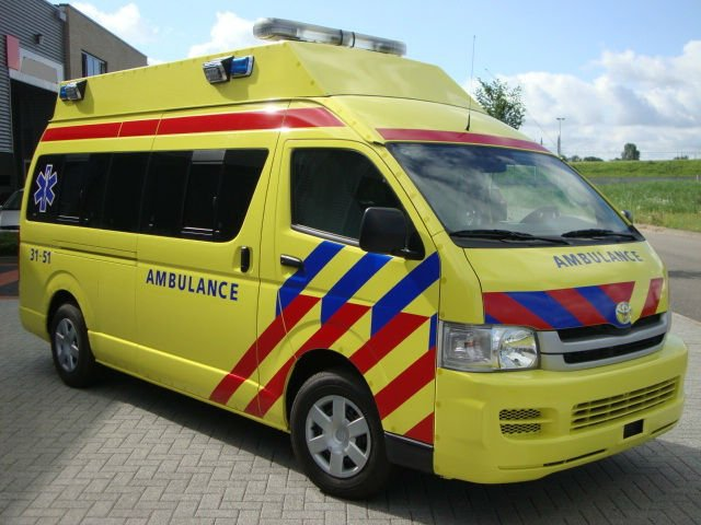 Ambulance Toyota Hiace Commuter 2.5 Turbo