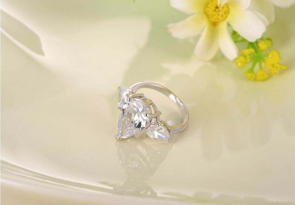 High-grade pear shaped engagement ring zircon ring super explosion models wedding rings wholesale
