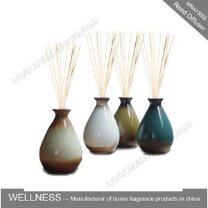 decorative reed diffuser with ceramic holder and rattan sticks