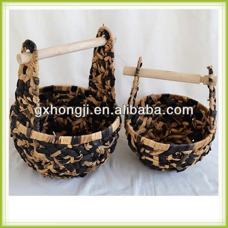 Eco-friendly water hyacinth basket for garden sundries