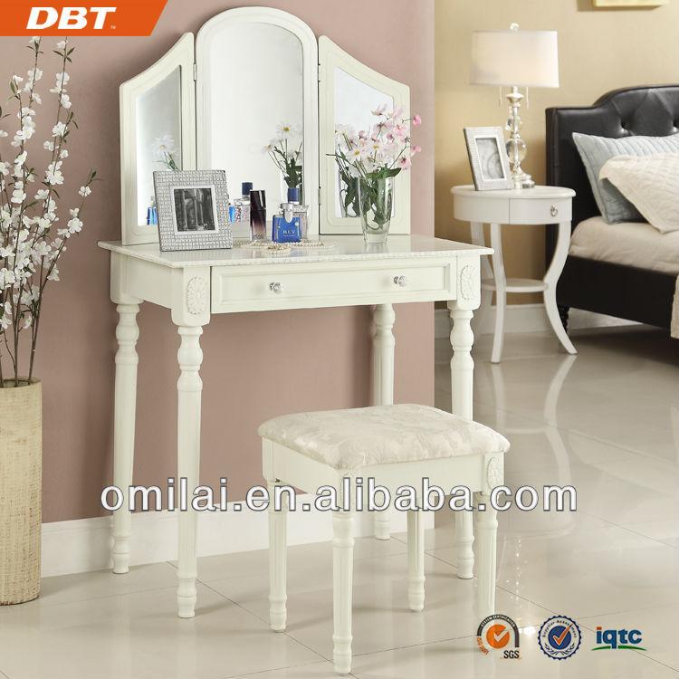 mueble tocador antiguo con espejo y taburete