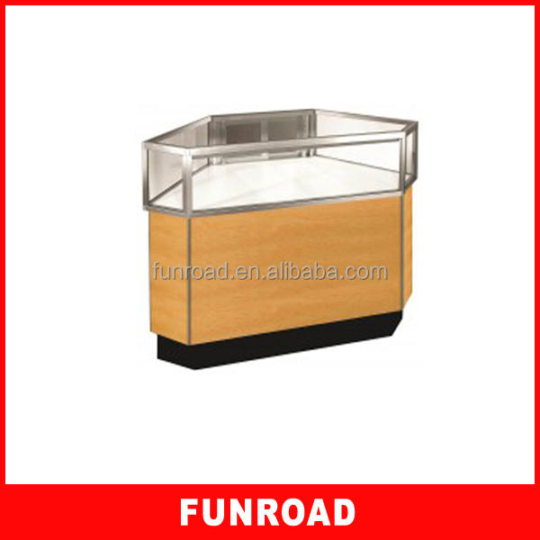 Modern Ultra Clear Glass Counter Top Wood Jewelry Display Exhibition.