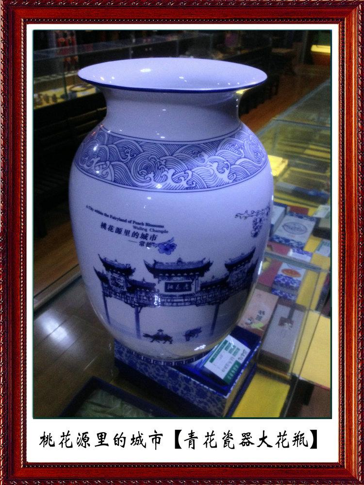 The latest goods: peach garden to remember Taoyuan wonderland gates. Blue and white porcelain vase Peach blossoms in the city HN13058754592