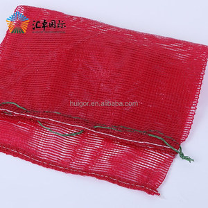 Red color PP vegetable mesh bags carry fresh red onions
