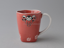 Sweet Bee hand painting crackle red glazed 14oz stoneware mug coffee cup