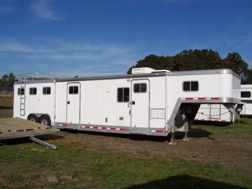 Used 1997 FEATHERLITE 3 HORSE LQ 13'SW+3X6 MID TACK 8' SLIDE 3 Horse