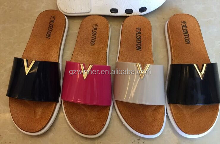 custom printed plastic women slippers for spa bathroom Q53
