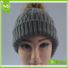 Hight quality cheap custom winter hat/ winter beanie with pom pom ball