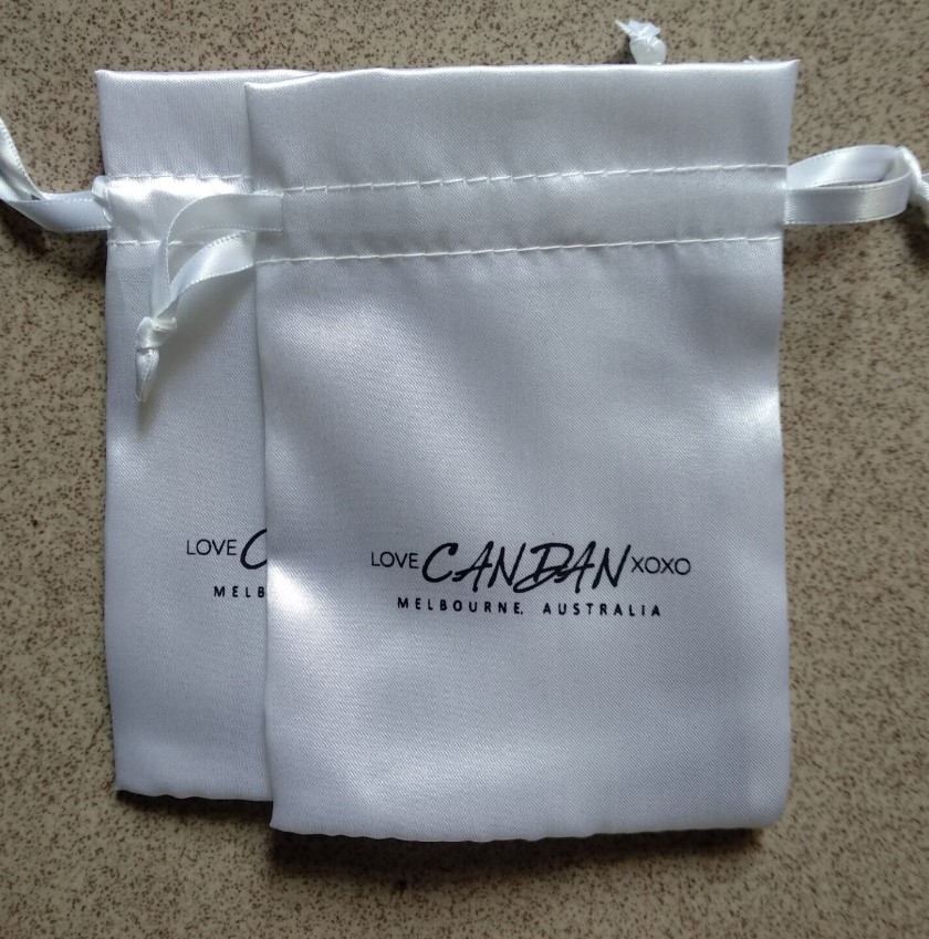 Alibaba.com / 300pcs custom 10*14cm logo printed jewelry gift storage and packaging wig pouch satin drawstring hair bag