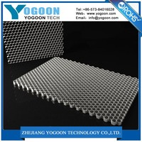 Meritorious aluminum honeycomb vent panel used in box sandwiching