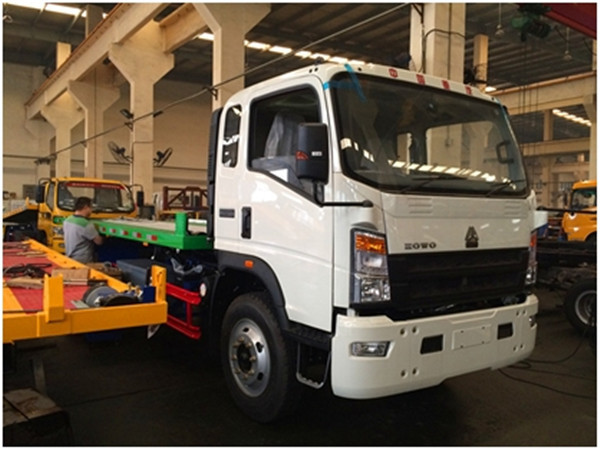 RHD HOWO 4x2 Wrecker Tow Trucks With Cummins Engine for Sale