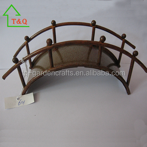 MINIATURE RUSTY FINISH GARDEN BRIDGE WIRE/METAL FAIRY GARDEN