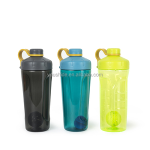 2018 Hot sale tritan/AS material 700ml plastic protein shaker bottle with blender mixer ball space bottle