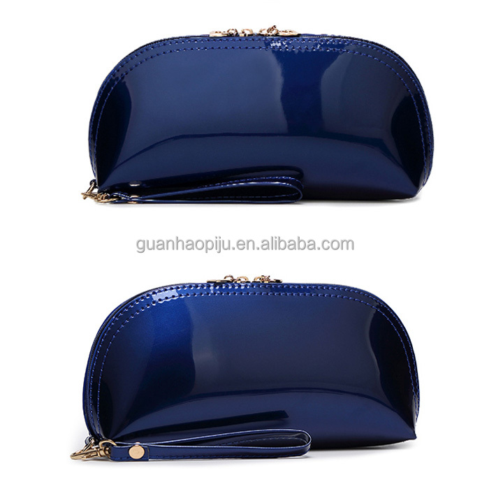 Glossy Blue Pu Wrislet Patent Leather Toiletry Kit For Women With Heart Zipper