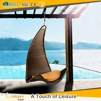 Manufacture PE rattan material woven garden hanging garden swing chairs for adults